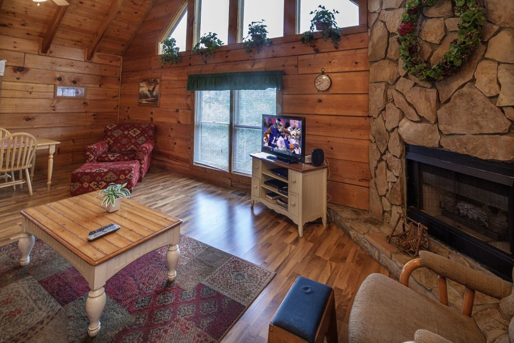 Photo of a Pigeon Forge Cabin named  The View - This is the two hundred and seventy-second photo in the set.