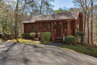 2 Bedroom, 2 Bath, Semi-secluded Luxury Cabin For 6. Easy To Access!