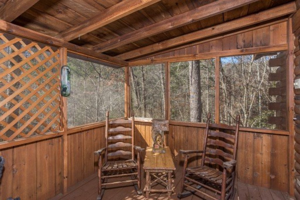 Photo of a Sevierville Cabin named Snuggle Inn - This is the fourteenth photo in the set.
