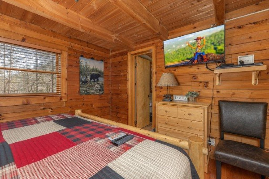 Photo of a Sevierville Cabin named Snuggle Inn - This is the sixteenth photo in the set.