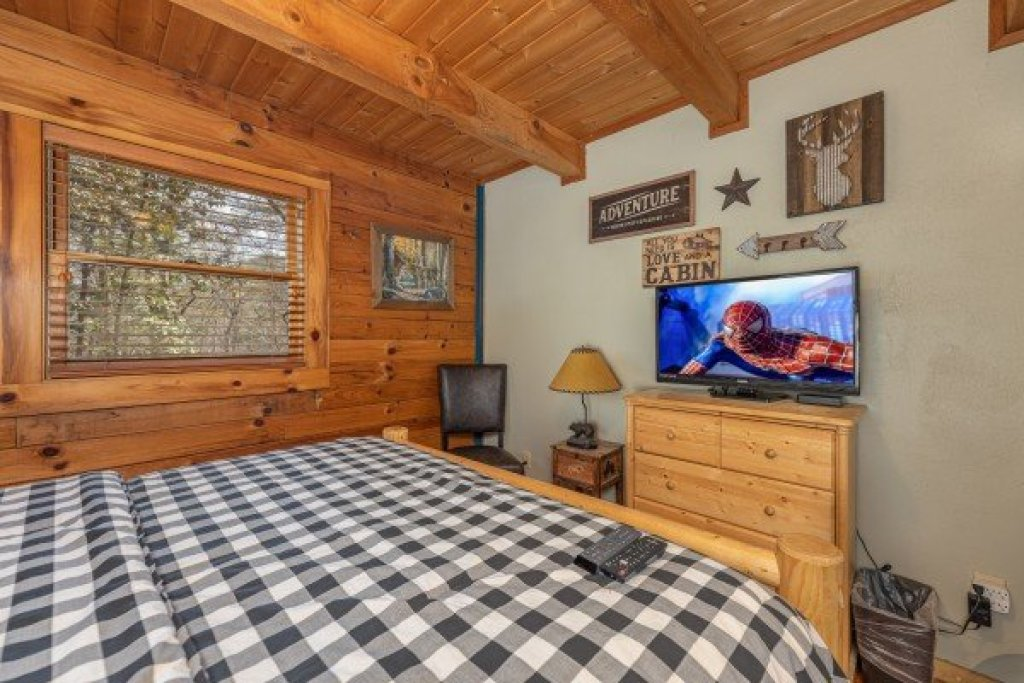 Photo of a Sevierville Cabin named Snuggle Inn - This is the eleventh photo in the set.