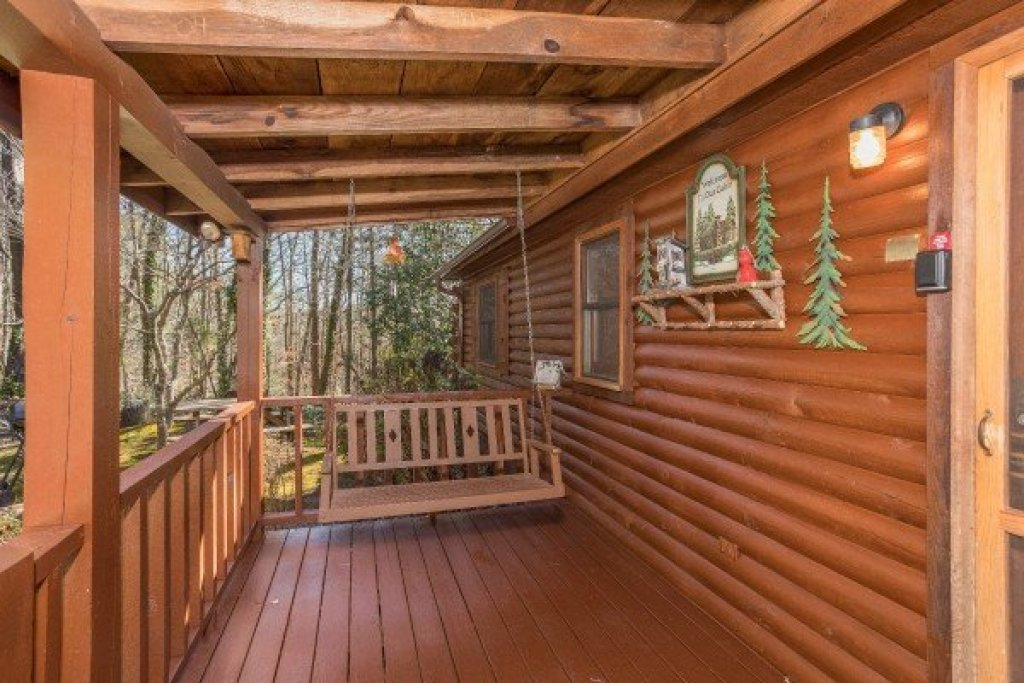 Photo of a Sevierville Cabin named Snuggle Inn - This is the eighteenth photo in the set.