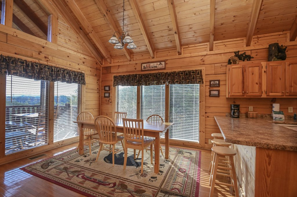 Photo of a Sevierville Cabin named Hillside Retreat - This is the six hundred and seventeenth photo in the set.