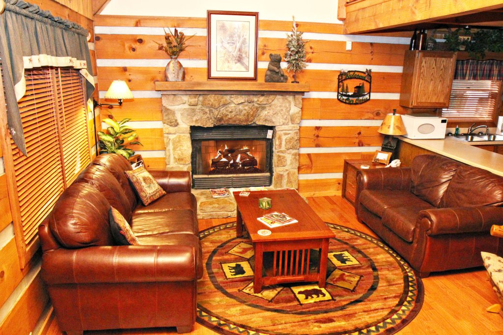 Photo of a Pigeon Forge Cabin named The Loon's Nest (formerly C.o.24) - This is the one hundred and eighty-fifth photo in the set.