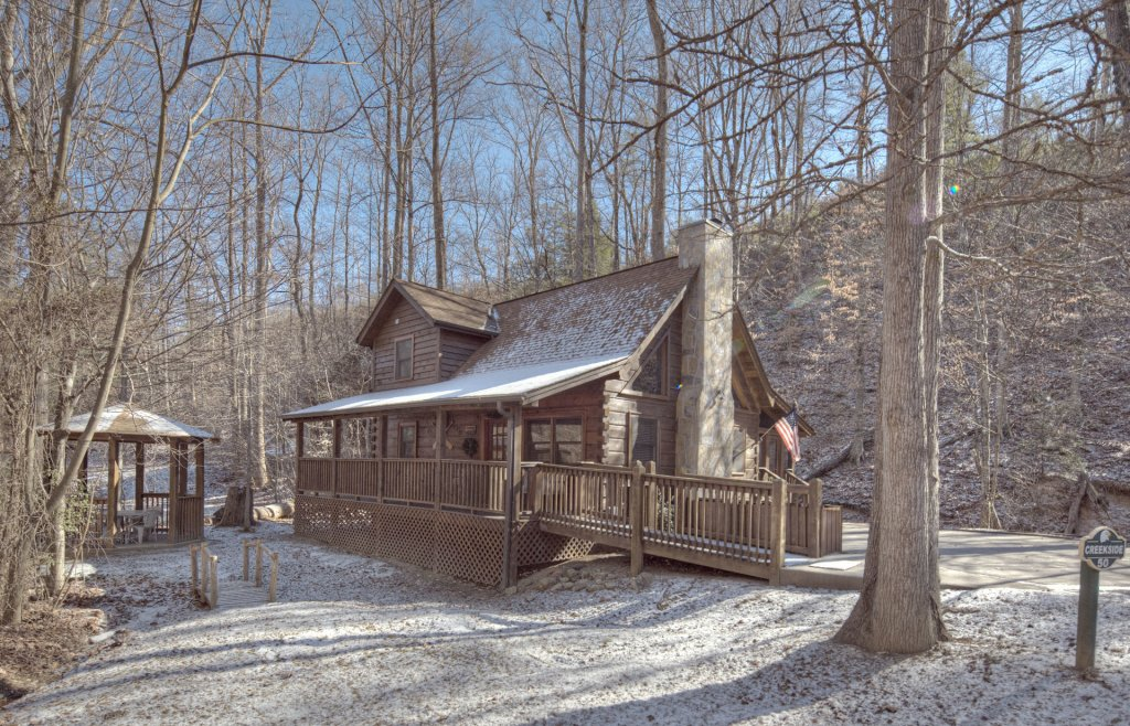 Photo of a Pigeon Forge Cabin named  Creekside - This is the seven hundred and thirty-eighth photo in the set.
