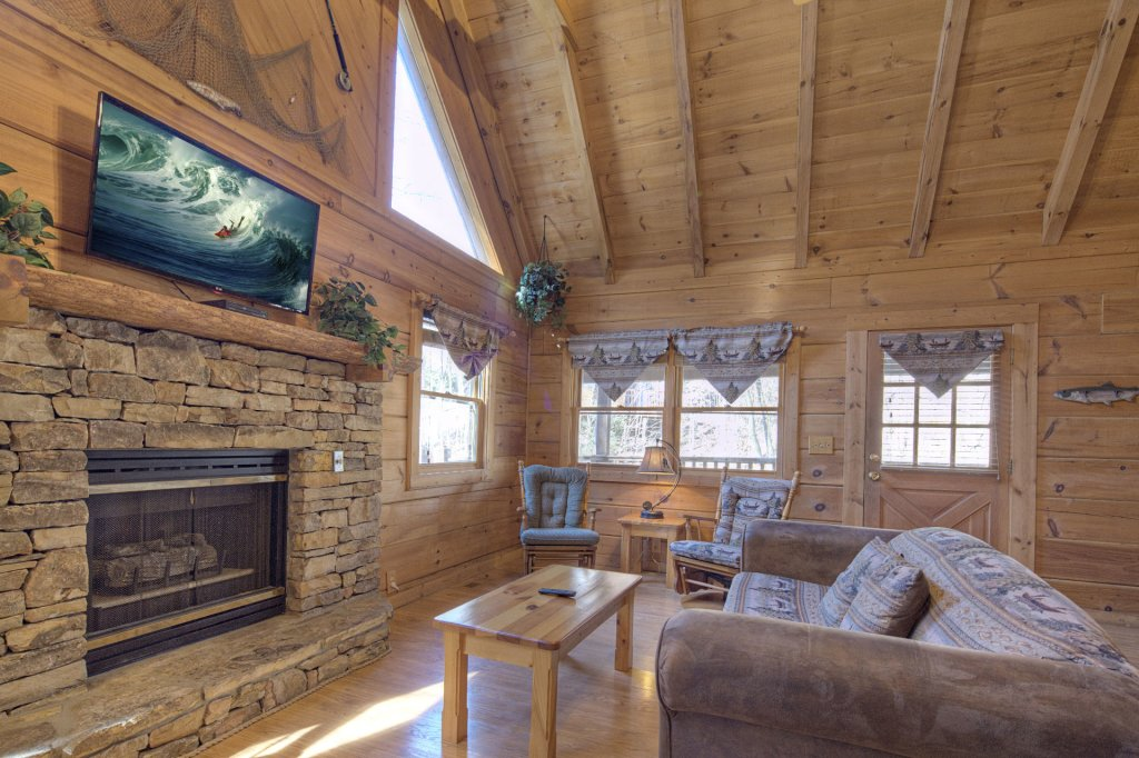 Photo of a Pigeon Forge Cabin named  Creekside - This is the two hundred and seventy-third photo in the set.