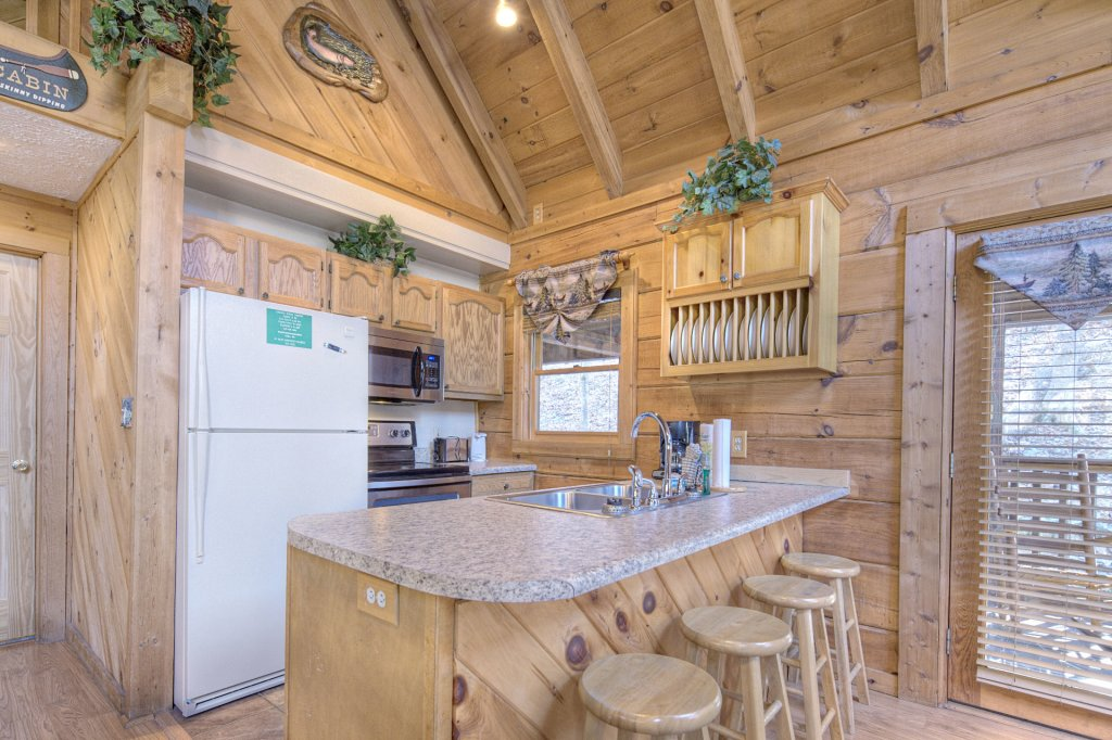 Photo of a Pigeon Forge Cabin named  Creekside - This is the three hundred and fourteenth photo in the set.