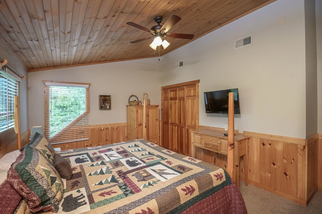 Photo of a Pigeon Forge Cabin named  Best Of Both Worlds - This is the two thousand three hundred and seventy-second photo in the set.