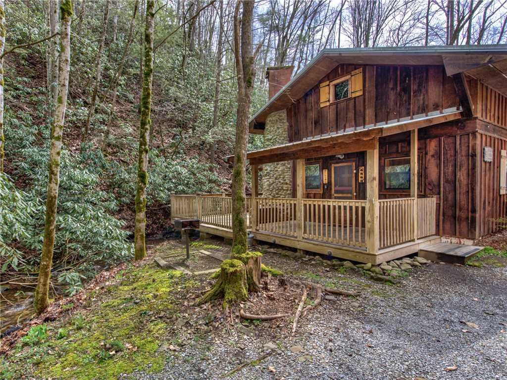 Photo of a Gatlinburg Cabin named Cottage On The Creek - This is the nineteenth photo in the set.
