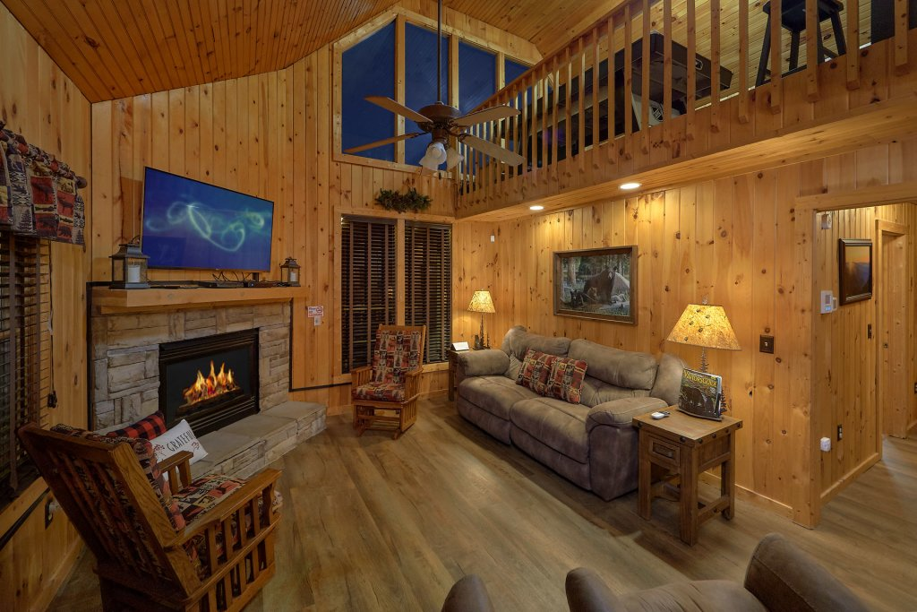 Photo of a Pigeon Forge Cabin named Fireside Chats - This is the thirteenth photo in the set.