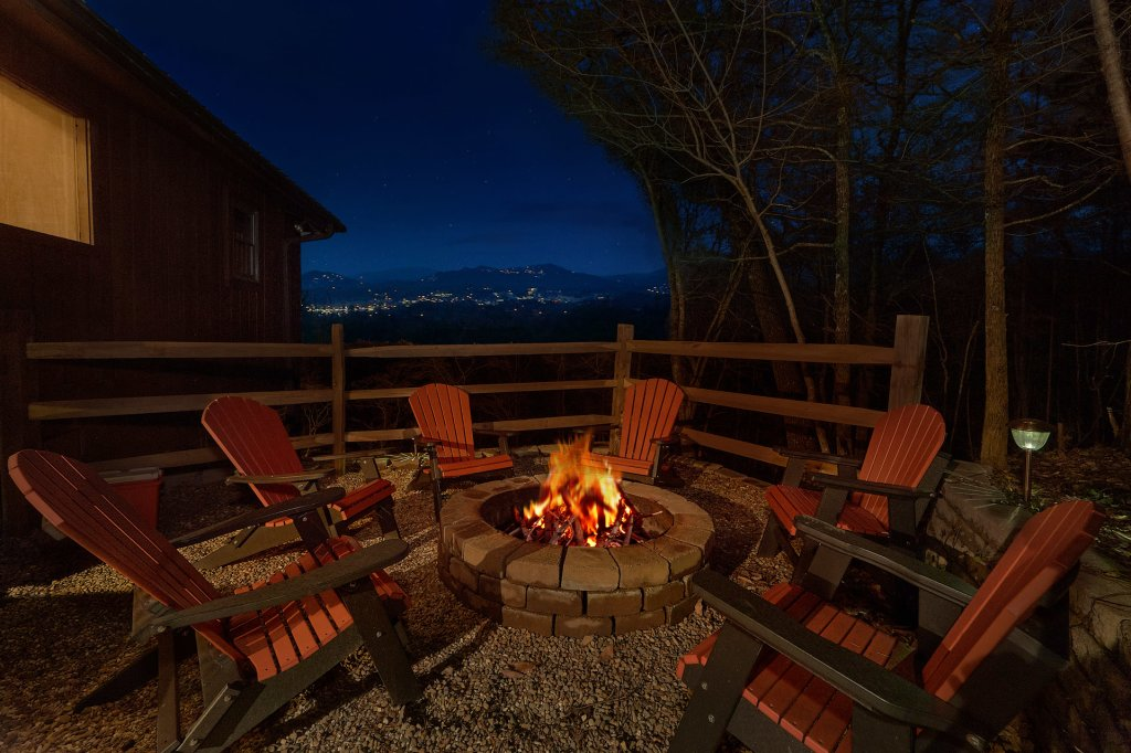 Photo of a Pigeon Forge Cabin named Fireside Chats - This is the first photo in the set.