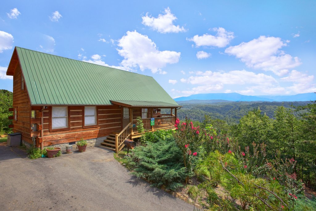 Photo of a Pigeon Forge Cabin named A Smokin View #1844 - This is the first photo in the set.