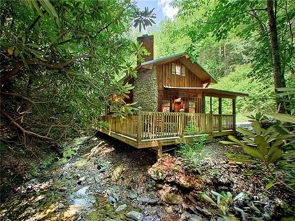 Photo of a Gatlinburg Cabin named Cottage On The Creek - This is the first photo in the set.