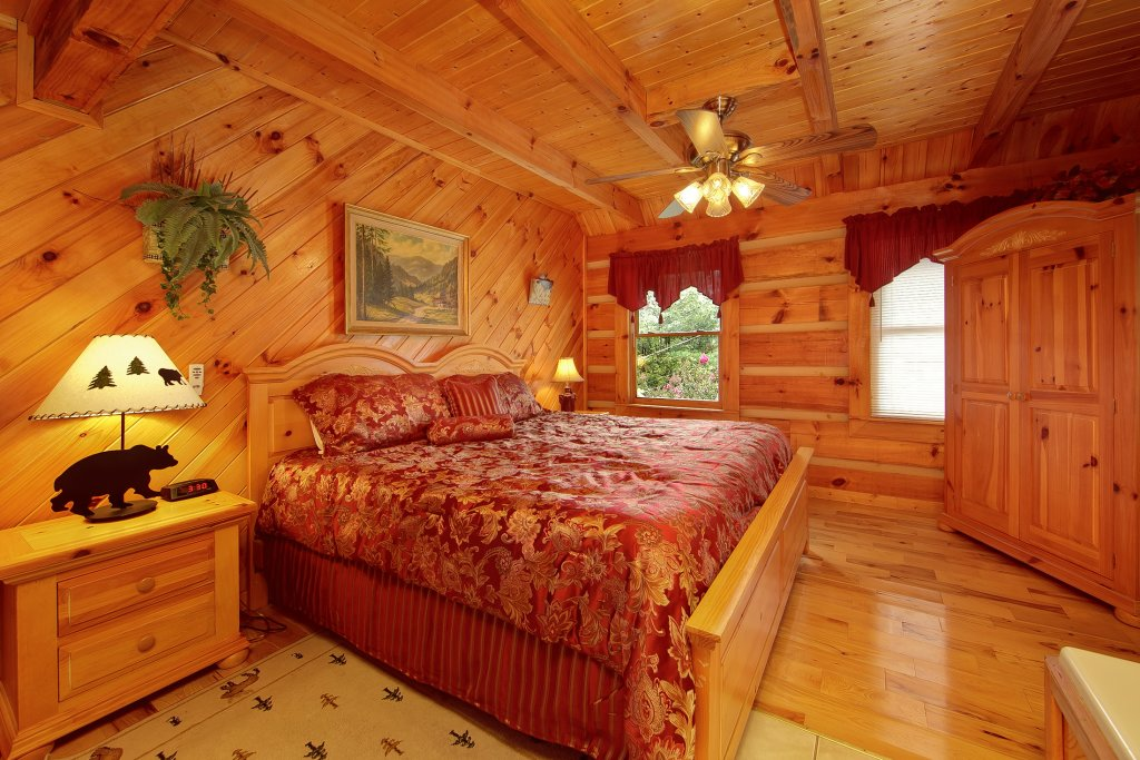 Photo of a Pigeon Forge Cabin named A Smokin View #1844 - This is the fortieth photo in the set.