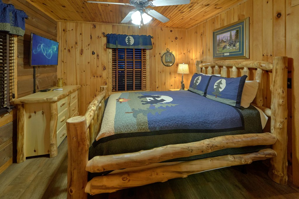 Photo of a Pigeon Forge Cabin named Fireside Chats - This is the eighteenth photo in the set.