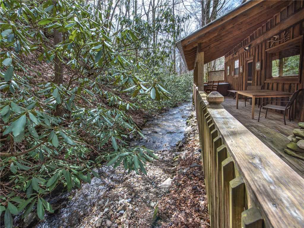 Photo of a Gatlinburg Cabin named Cottage On The Creek - This is the twenty-second photo in the set.