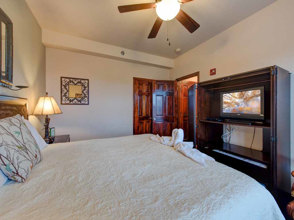Photo of a Pigeon Forge Condo named Pinnacle Condo - This is the fifteenth photo in the set.