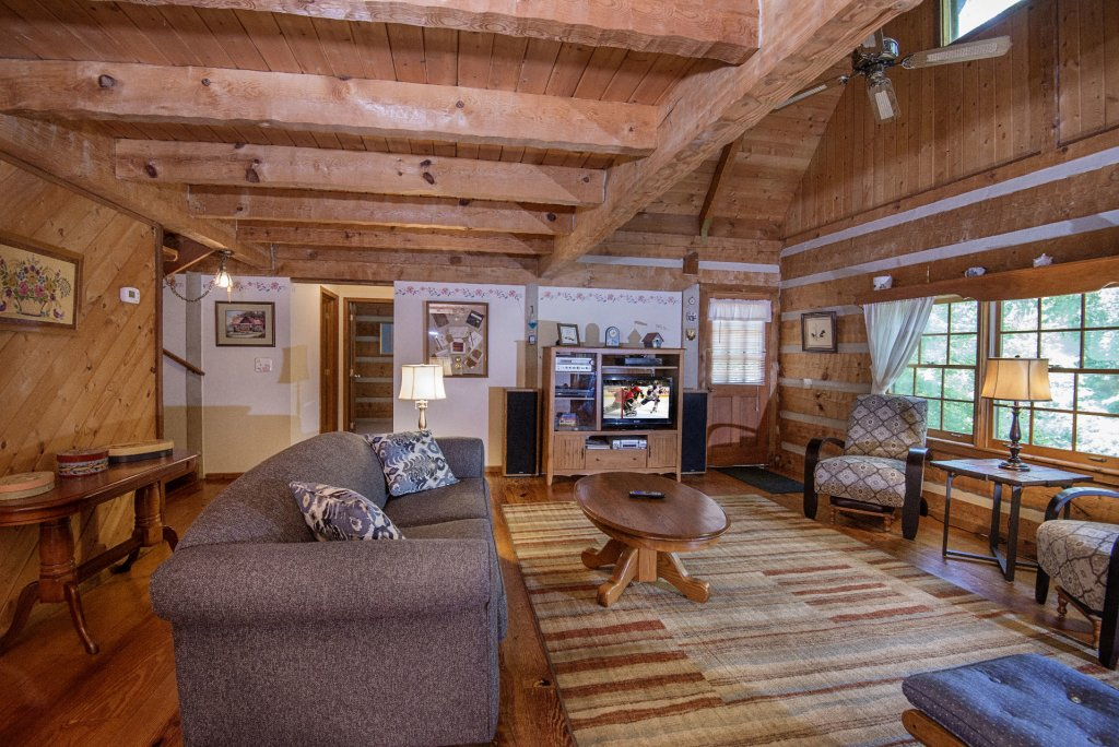 Photo of a Pigeon Forge Cabin named Valhalla - This is the one thousand six hundred and sixteenth photo in the set.