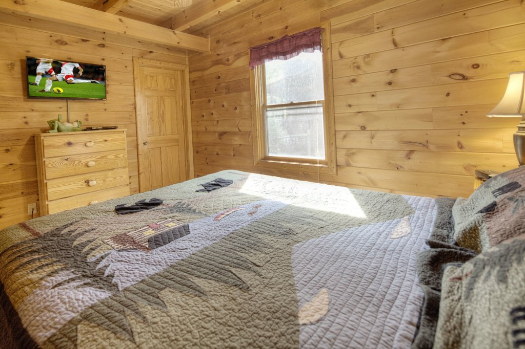 Photo of a Gatlinburg Cabin named Point Of View - This is the nine hundred and eighty-fifth photo in the set.