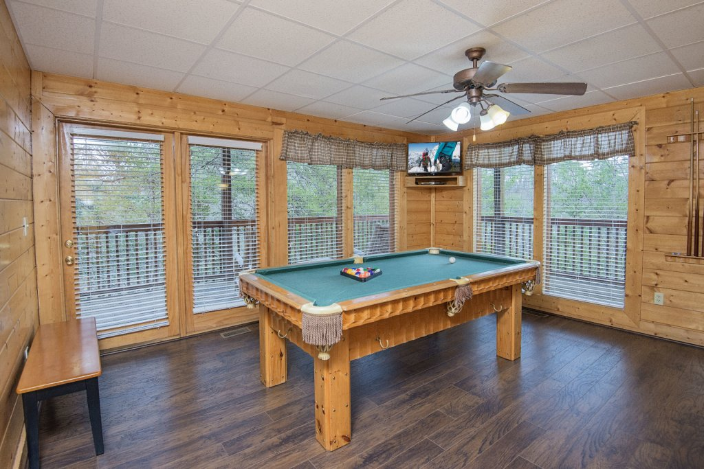 Photo of a Sevierville Cabin named  Almost Paradise - This is the six hundred and seventy-first photo in the set.