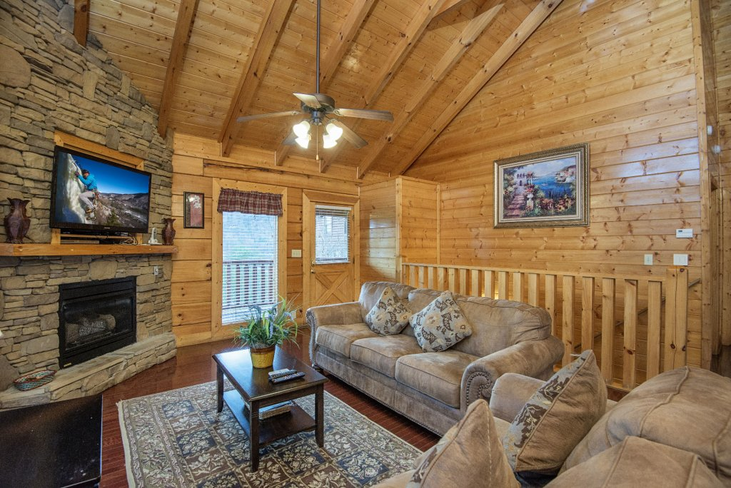 Photo of a Sevierville Cabin named  Almost Paradise - This is the one hundred and sixty-eighth photo in the set.
