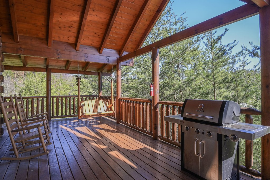 Photo of a Sevierville Cabin named Hillside Retreat - This is the two thousand one hundred and seventy-ninth photo in the set.