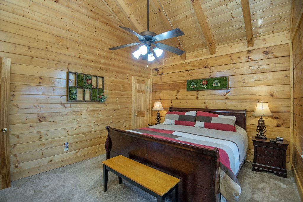 Photo of a Sevierville Cabin named  Almost Paradise - This is the one thousand one hundred and ninth photo in the set.