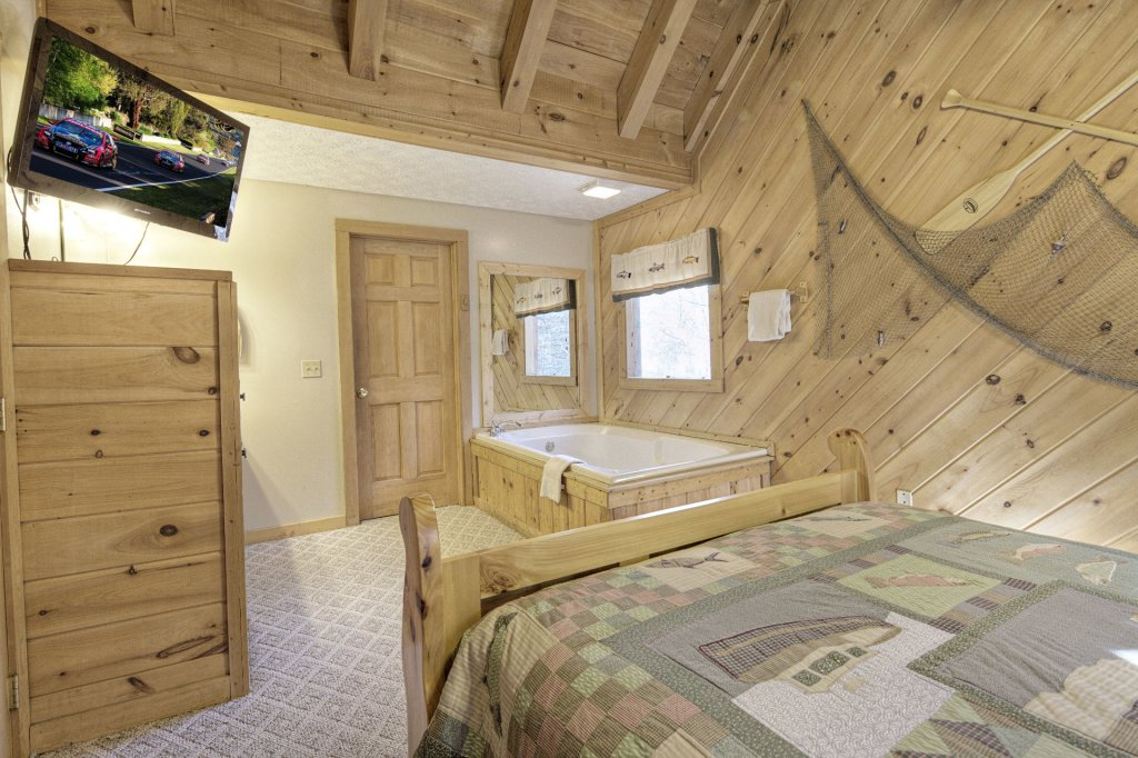 Photo of a Pigeon Forge Cabin named  Creekside - This is the six hundred and eighty-second photo in the set.