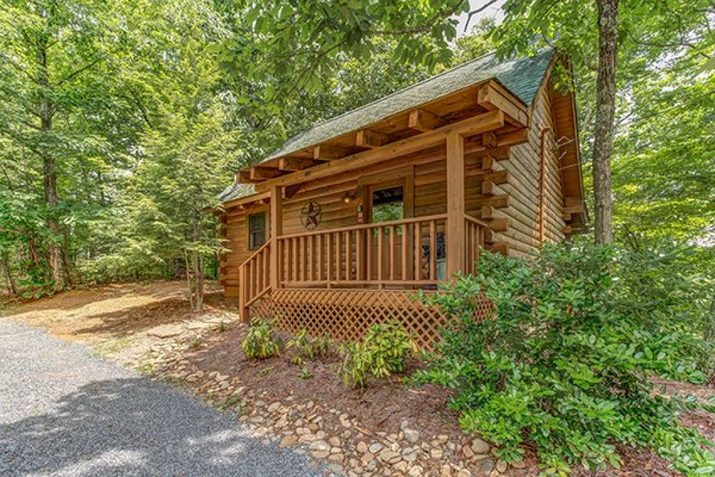 Photo of a Sevierville Cabin named 2 Cute - This is the first photo in the set.