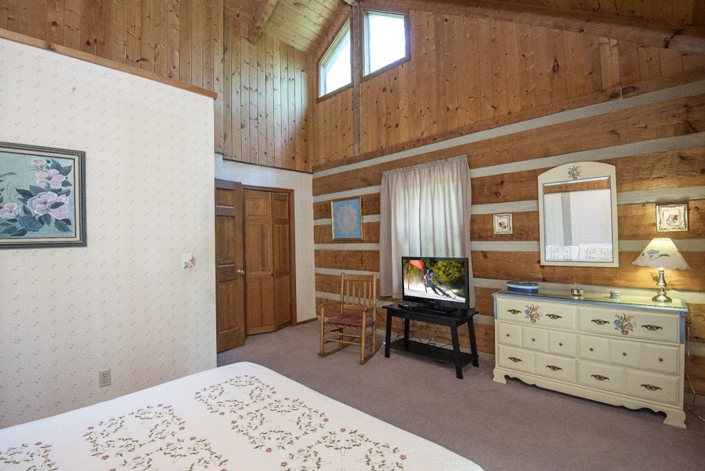 Photo of a Pigeon Forge Cabin named Valhalla - This is the two thousand and seventy-third photo in the set.