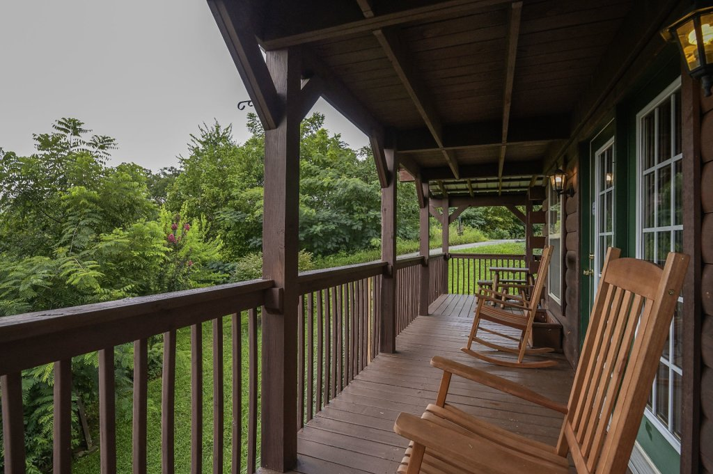 Photo of a Sevierville Cabin named Bears, Turkeys, And Deer Oh My! - This is the two thousand and seventy-second photo in the set.