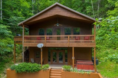 A 3 Bedroom, 3 Bath Deluxe Cabin For 10, Easy To Access Without Mountain Roads.