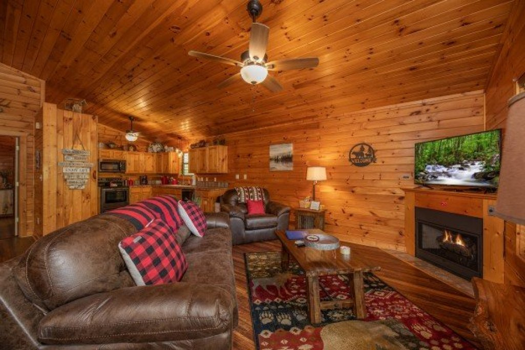 Photo of a Pigeon Forge Cabin named Hawk's Heart Lodge - This is the third photo in the set.