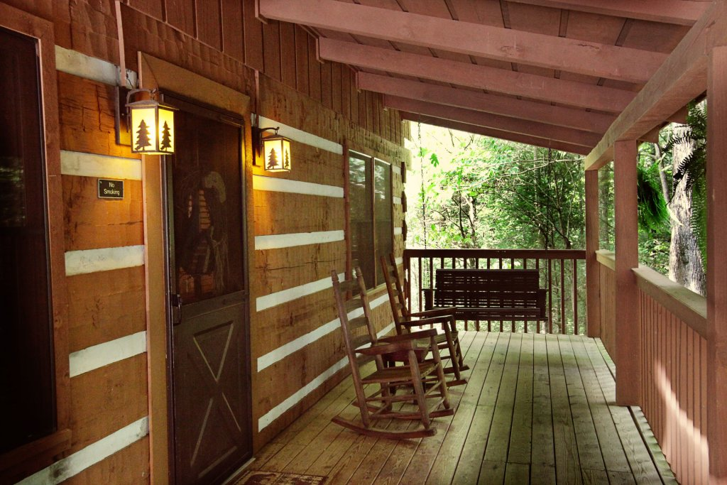 Photo of a Pigeon Forge Cabin named The Loon's Nest (formerly C.o.24) - This is the one thousand and fortieth photo in the set.