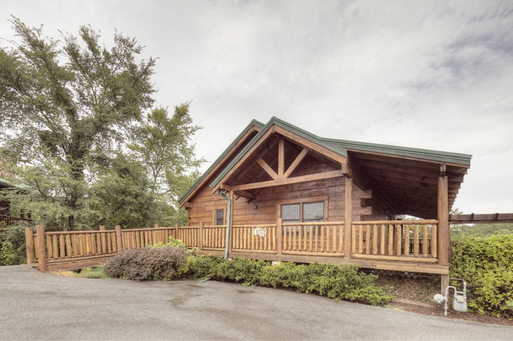 Photo of a Sevierville Cabin named  Almost Paradise - This is the eighth photo in the set.