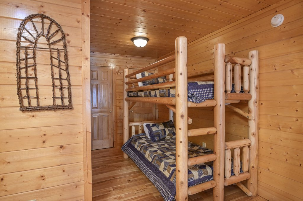 Photo of a Sevierville Cabin named Hillside Retreat - This is the one thousand seven hundred and twelfth photo in the set.