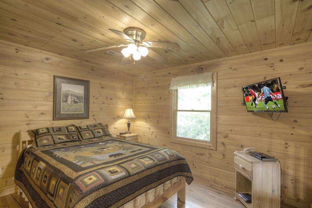 Photo of a Gatlinburg Cabin named Point Of View - This is the seven hundred and forty-seventh photo in the set.