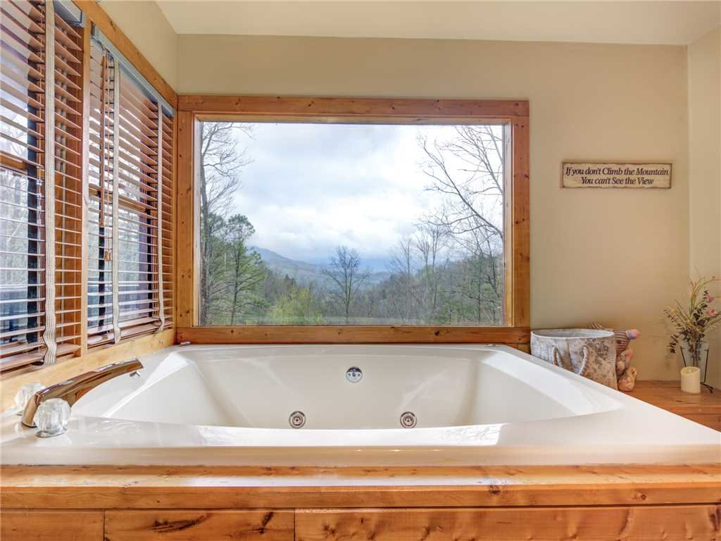 Photo of a Gatlinburg Cabin named Mountain Rose - This is the eleventh photo in the set.
