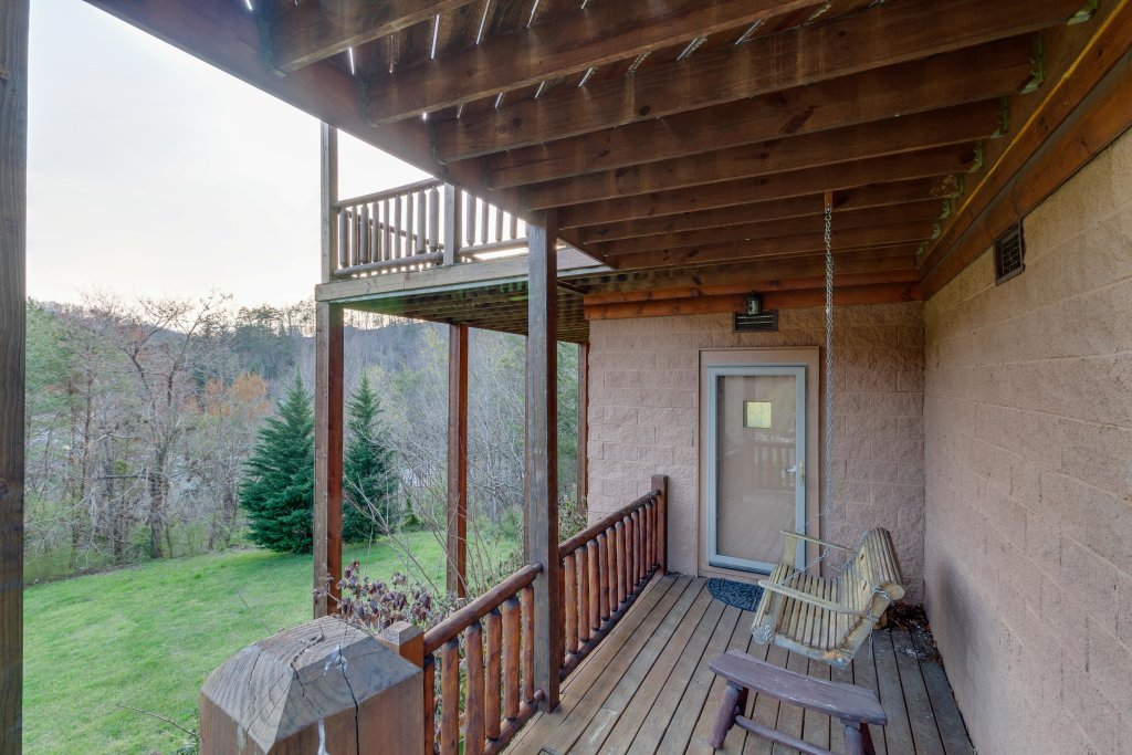 Photo of a Sevierville Cabin named Trappers Ridge - This is the thirty-sixth photo in the set.