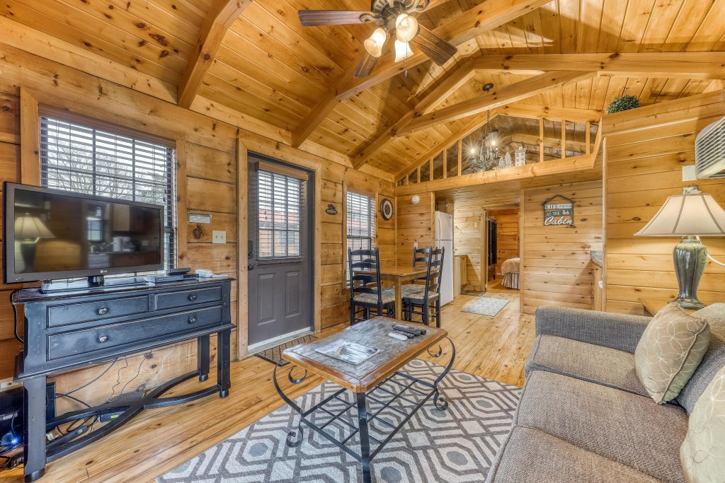 Photo of a Sevierville Cabin named Calvery Cabin - This is the fifth photo in the set.