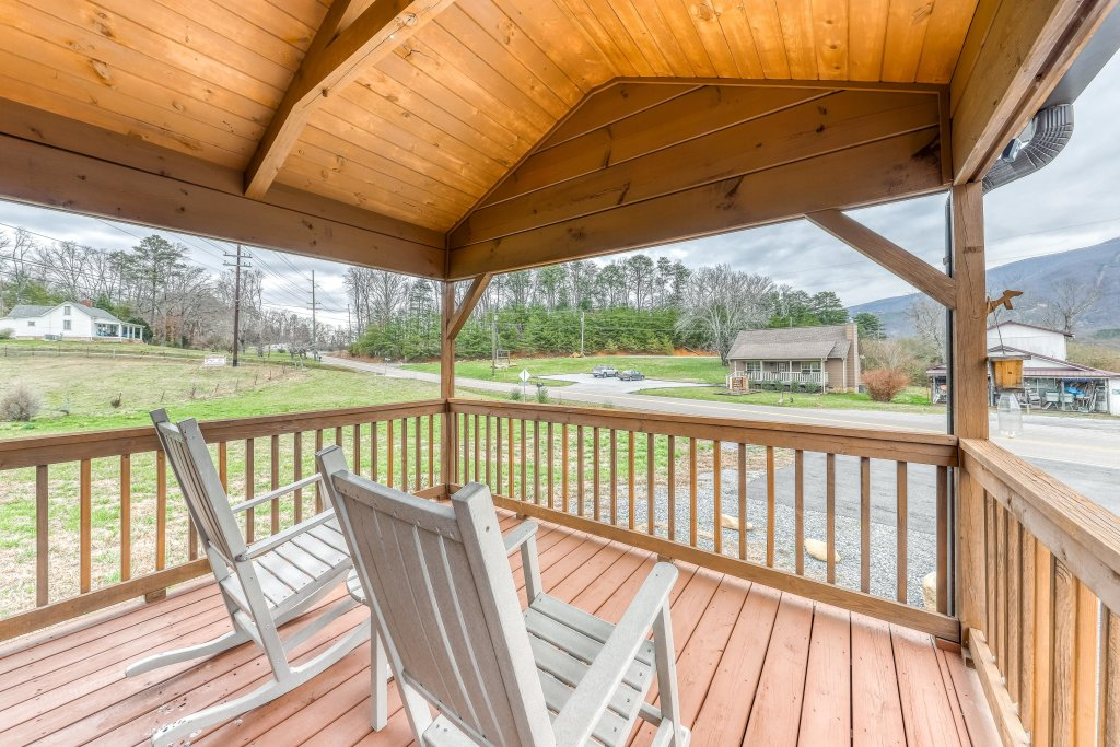 Photo of a Sevierville Cabin named Calvery Cabin - This is the fourteenth photo in the set.