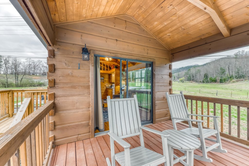 Photo of a Sevierville Cabin named Calvery Cabin - This is the fifteenth photo in the set.