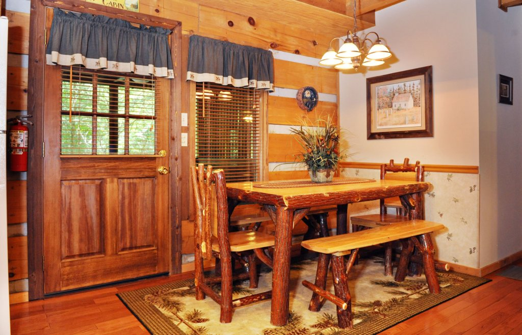 Photo of a Pigeon Forge Cabin named The Loon's Nest (formerly C.o.24) - This is the four hundred and seventy-fourth photo in the set.