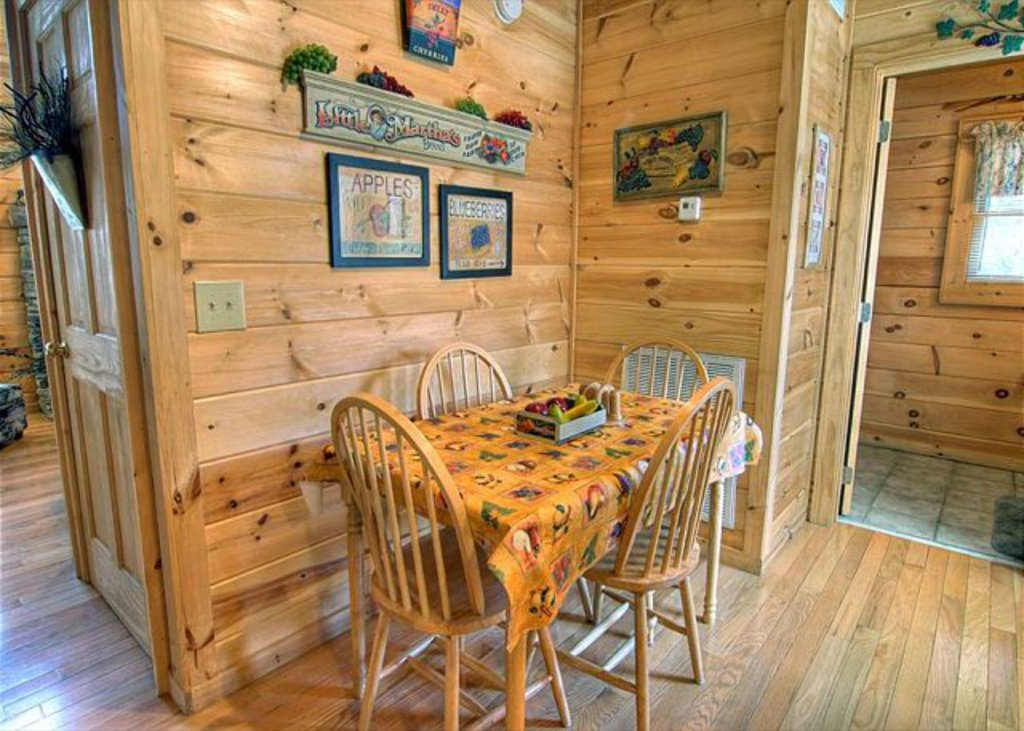 Photo of a Pigeon Forge Cabin named Mystic Mountain - This is the nine hundred and sixty-fifth photo in the set.