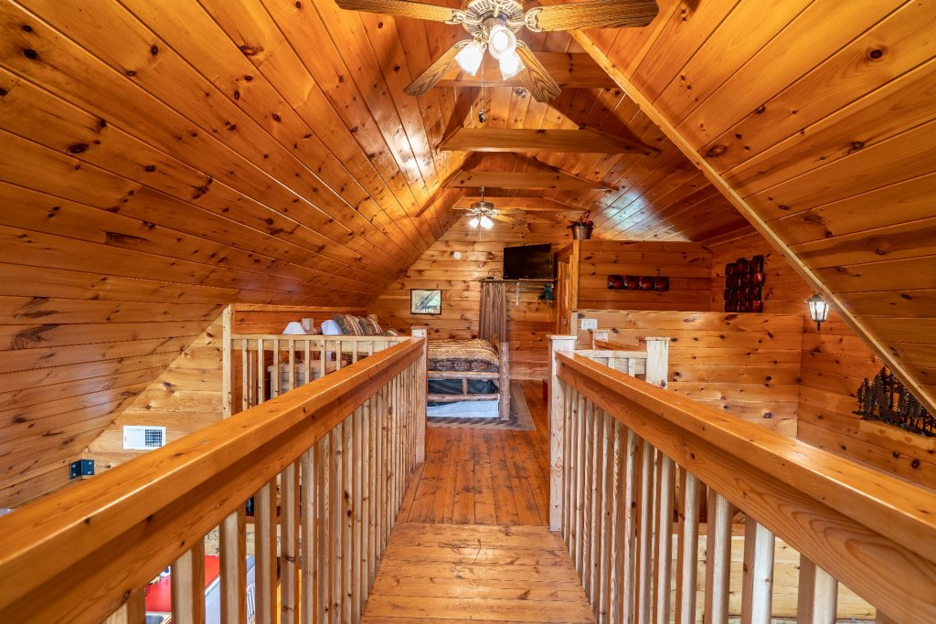 Photo of a Sevierville Cabin named Bears, Turkeys, And Deer Oh My! - This is the one thousandth photo in the set.