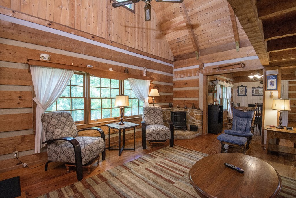 Photo of a Pigeon Forge Cabin named Valhalla - This is the one thousand seven hundred and sixty-third photo in the set.