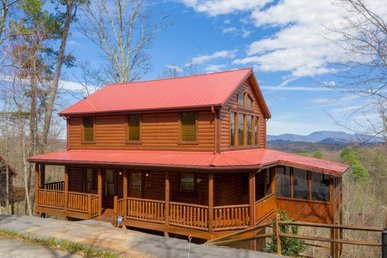 2 Bedroom, 2 Bath, Spa-themed Log Cabin With Pool Table, Hot Tub, And Views.