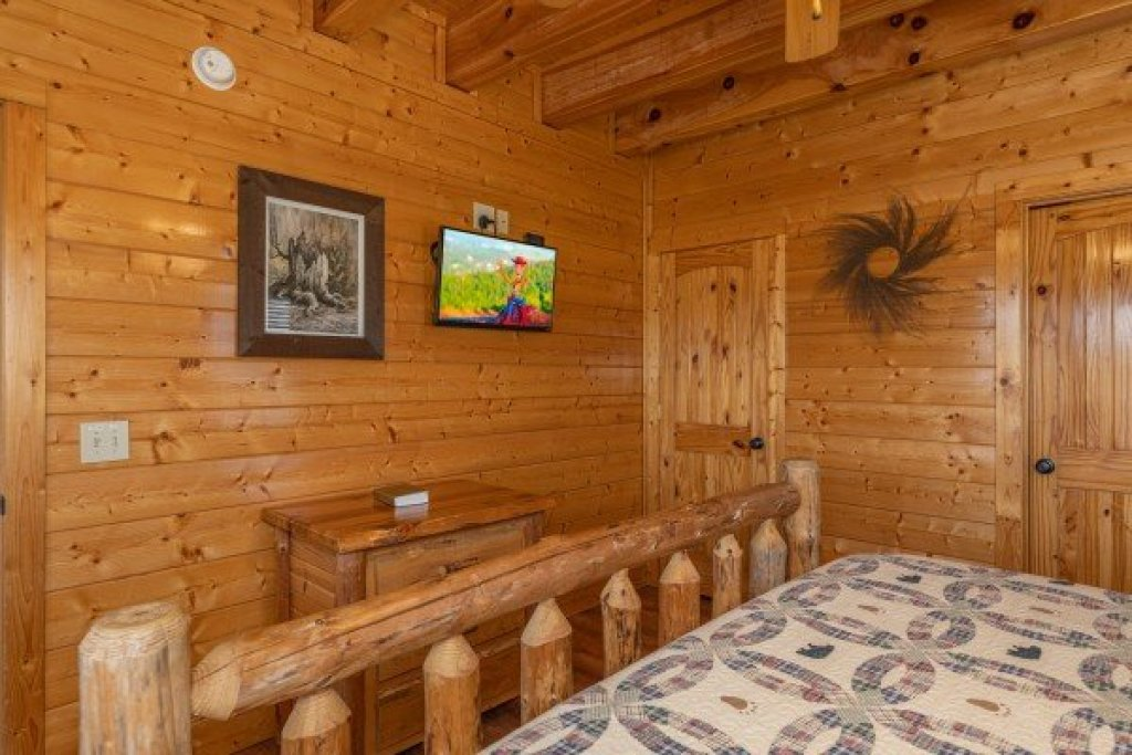 Photo of a Sevierville Cabin named Grand Timber Lodge - This is the seventeenth photo in the set.