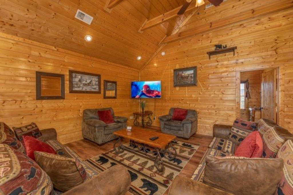 Photo of a Sevierville Cabin named Grand Timber Lodge - This is the nineteenth photo in the set.
