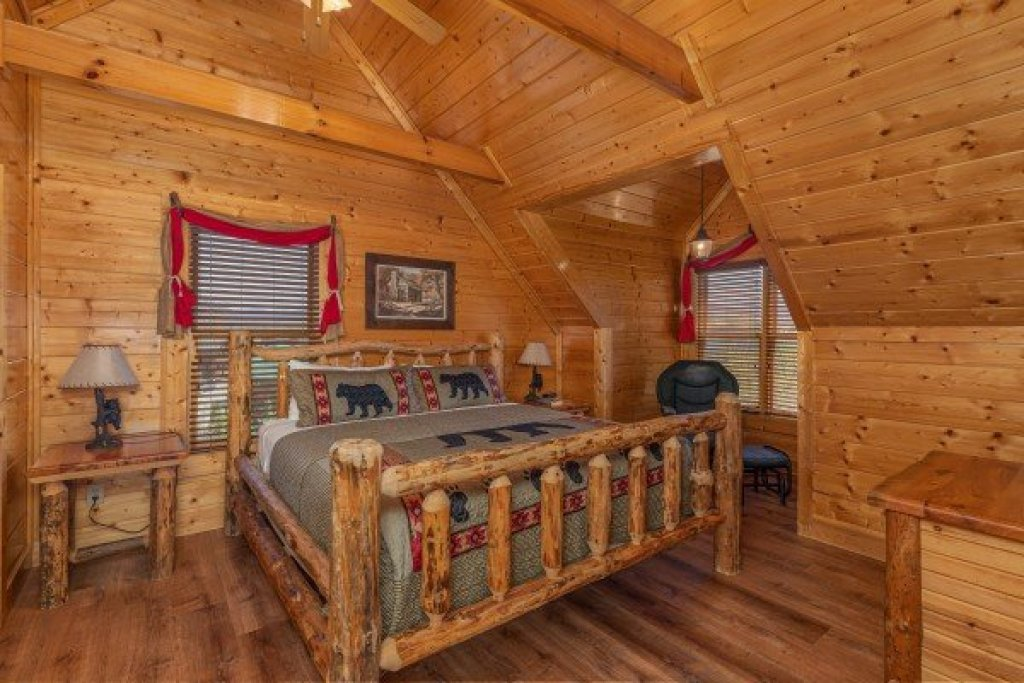 Photo of a Sevierville Cabin named Grand Timber Lodge - This is the twenty-second photo in the set.